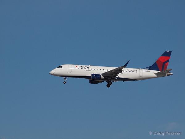 Delta, N634CZ, an Embraer 175