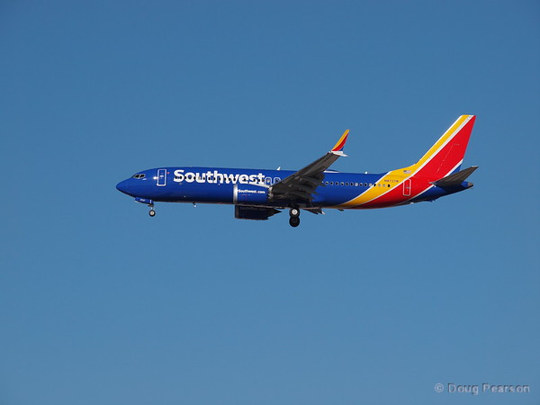 Southwest N8727M, a Boeing 737-8 at KLAS