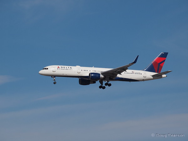 Delta Airlines, N723TW, a Boeing 757-231