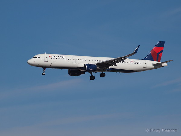 Delta, N305DN, an AirBus A321-211. Landing at KLAS, McCarran International Airport