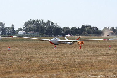 Manfred Radius lands his Saltos sailplane after a great performance in the skies over Abbotsford.