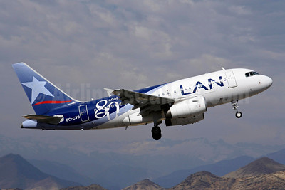LAN Airlines (Chile) Airbus A318-121 CC-CVB (msn 3030) (80 Anos - 80 Years) SCL (Alvaro Romero). Image: 904248.