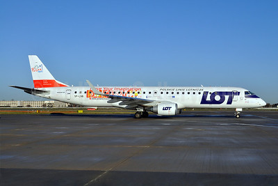 LOT Polish Airlines Embraer ERJ 190-200LR (ERJ 195) SP-LNB (msn 19000444) (Polska - Move Your Imagination) LHR (Dave Glendinning). Image: 908434.