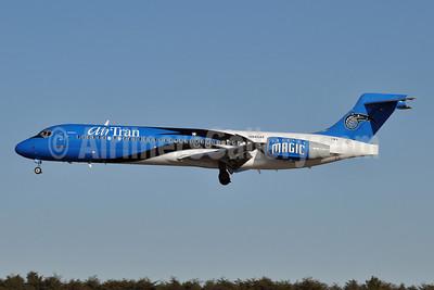 AirTran Airways Boeing 717-2BD N949AT (msn 55003) (Orlando Magic) BWI (Tony Storck). Image: 904493.