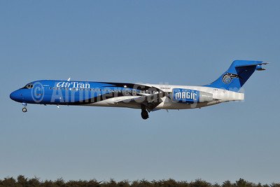 AirTran Airways Boeing 717-2BD N949AT (msn 55003) (Orlando Magic) BWI (Tony Storck). Image: 904493.