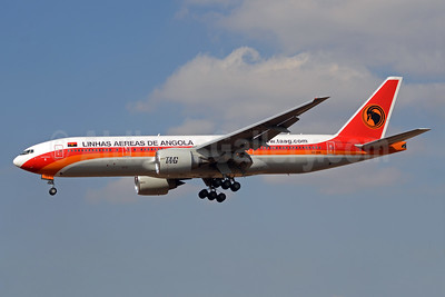 TAAG-Linhas Aereas de Angola (TAAG Angola Airlines) Boeing 777-2M2 ER D2-TEE (msn 34566) JNB (TMK Photography). Image: 933708.
