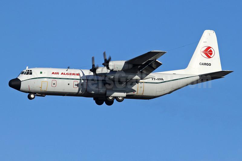 Air Algerie Lockheed 382G (L-100-30) Hercules 7T-VHL (msn 4886) (Algerian Air Force colors) LHR (Keith Burton). Image: 921868.