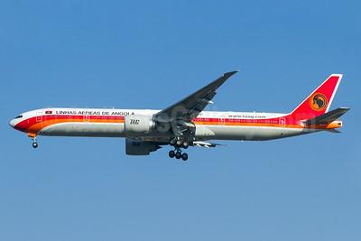 TAAG-Linhas Aereas de Angola (TAAG Angola Airlines) Boeing 777-3M2 ER D2-TEI (msn 43252) GRU (Rodrigo Cozzato). Image: 934039.