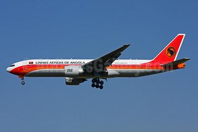 TAAG-Linhas Aereas de Angola (TAAG Angola Airlines) Boeing 777-2M2 ER D2-TEF (msn 34567) GRU (Marcelo F. De Biasi). Image: 905911.