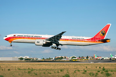 TAAG-Linhas Aereas de Angola (TAAG Angola Airlines) Boeing 777-3M2 ER D2-TEJ (msn 43253) LIS (Stefan Sjogren). Image: 942706.