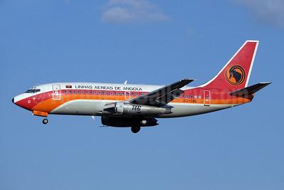 TAAG-Linhas Aereas de Angola (TAAG Angola Airlines) Boeing 737-2M2 D2-TBO (msn 22776) JNB (Paul Denton). Image: 923099.