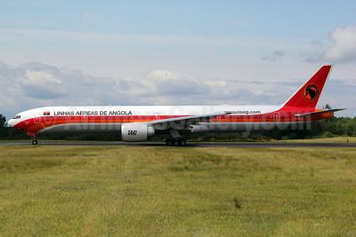 TAAG-Linhas Aereas de Angola (TAAG Angola Airlines) Boeing 777-3M2 ER D2-TEG (msn 40805) PAE (Nick Dean). Image: 906673.