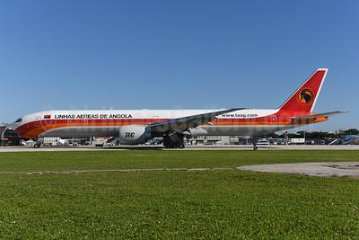 TAAG-Linhas Aereas de Angola (TAAG Angola Airlines) Boeing 777-3M2 ER D2-TEJ (msn 43253) LIS (Ton Jochems). 940742.