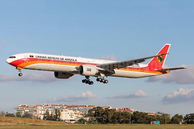 TAAG-Linhas Aereas de Angola (TAAG Angola Airlines) Boeing 777-3M2 ER D2-TEJ (msn 43253) LIS (Stefan Sjogren). Image: 942647.