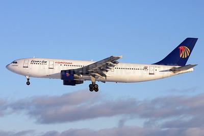 Egypt Air Airbus A300B4-622R SU-GAT (msn 572) ARN (Stefan Sjogren). Image: 936255.