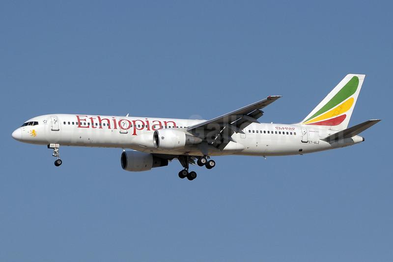 Ethiopian Airlines Boeing 757-231 ET-ALZ (msn 30319) DXB (Paul Denton). Image: 922004.