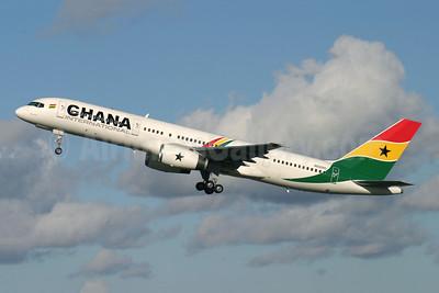 Ghana International Airlines (Ryan International Airlines) Boeing 757-225 N930RD (msn 22210) LGW (Antony J. Best). Image: 904990.