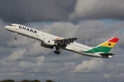 Ghana International Airlines (Astraeus Airlines) Boeing 757-258 G-STRZ (msn 27622) LGW (Antony J. Best). Image: 901508.