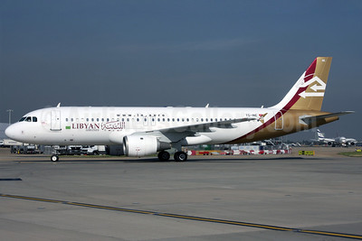 Libyan Airlines (Nouvelair) Airbus A320-211 TS-INE (msn 222) LHR (Antony J. Best). Image: 901154.