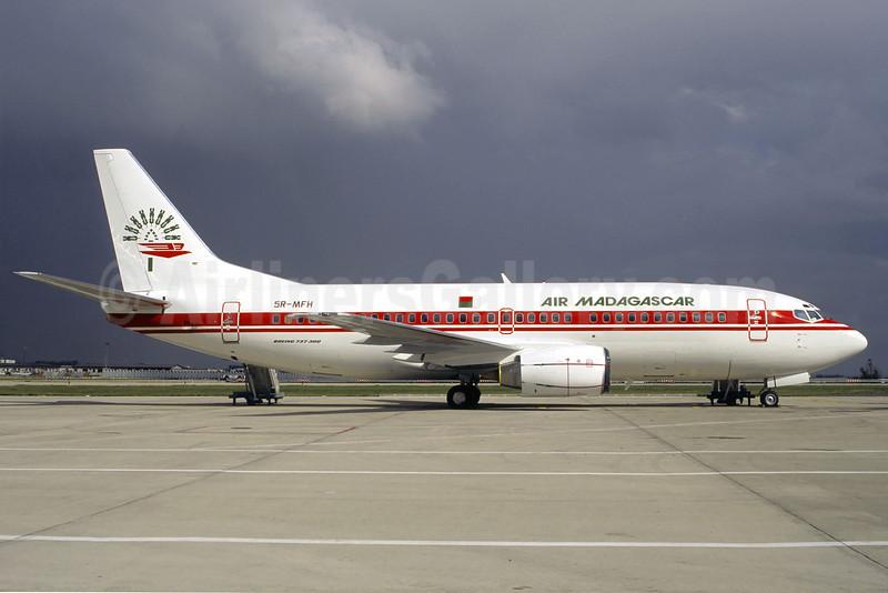 Air Madagascar Boeing 737-3Q8 5R-MFH (msn 26305) CDG (Christian Volpati). Image: 906571.
