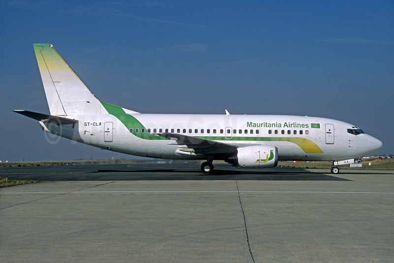 Mauritania Airlines International Boeing 737-55S 5T-CLA (msn 28469) CDG (Jacques Guillem). Image: 934448.