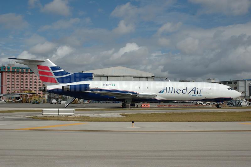 Allied Air Cargo Boeing 727-217 (F) 5N-RKY (msn 21055) MIA (Bruce Drum). Image: 102379.