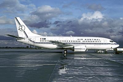 Air Austral Boeing 737-39M F-ODZZ (msn 28898) CDG (Christian Volpati). Image: 950155.