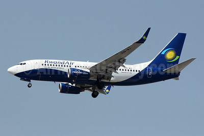 RwandAir Boeing 737-7K5 WL 9XR-WJ (msn 30717) JNB (Jonathan Druion). Image: 946041.