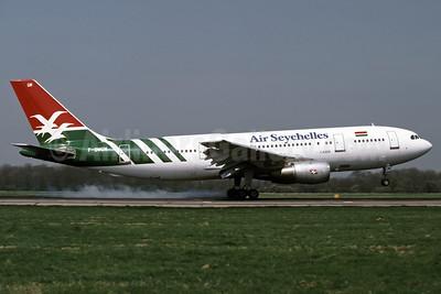Air Seychelles Airbus A300B4-203 F-BVGM (msn 078) LGW (Richard Vandervord). Image: 907271.