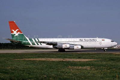 Air Seychelles Boeing 707-324C S7-4HM (msn 19871) LGW (Richard Vandervord). Image: 907268.