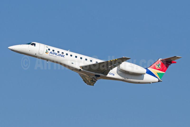 Airlink (South African Airlink) Embraer ERJ 135LR ZS-OTN (msn 145491) JNB (Felix Gottwald). Image: 907452