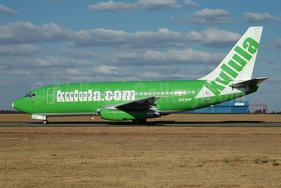 Kulula (kulula.com) Boeing 737-230 ZS-SIP (msn 22116) JNB (Ian Malcolm - Bruce Drum Collection). Image: 947409.