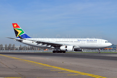 South African Airways Airbus A330-243 ZS-SXY (msn 1210) LHR (Dave Glendinning). Image: 908484.