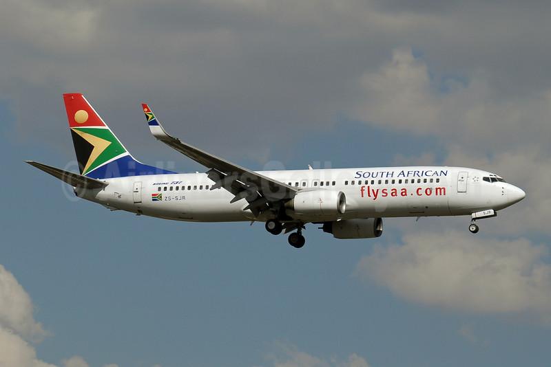 South African Airways Boeing 737-844 WL ZS-SJR (msn 32631) JNB (Paul Denton). Image: 910177.