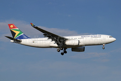 South African Airways Airbus A330-243 ZS-SXY (msn 1210) JNB (Paul Denton). Image: 910171.