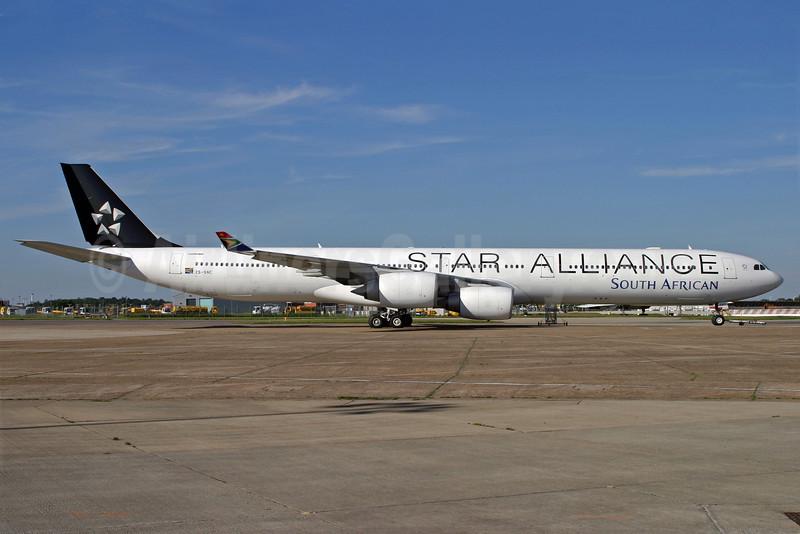 South African Airways Airbus A340-642 ZS-SNC (msn 426) (Star Alliance) LHR (Antony J. Best). Image: 900725.