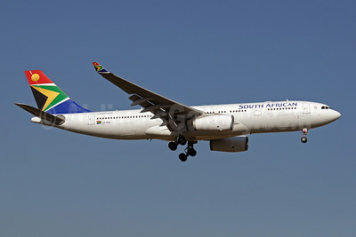 South African Airways Airbus A330-243 ZS-SXU (msn 1271) JNB (Paul Denton). Image: 910168.