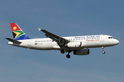 South African Airways Airbus A320-232 ZS-SZY (msn 5011) JNB (Paul Denton). Image: 910190.