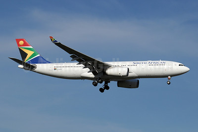 South African Airways Airbus A330-243 ZS-SXW (msn 1236) JNB (Paul Denton). Image: 910170.