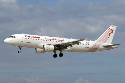 Tunisair Airbus A320-211 TS-IMM (msn 975) GVA (Paul Denton). Image: 920792.