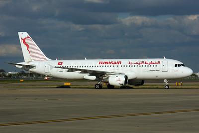 Tunisair Airbus A320-211 TS-IMF (msn 370) LHR (SPA). Image: 937540.
