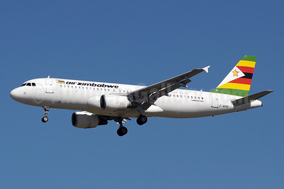 Air Zimbabwe Airbus A320-214 Z-WPM (msn 630) JNB (Paul Denton). Image: 921013.