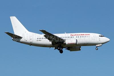 Flyafrica (flyafricaclub.com) Boeing 737-529 ZS-PKV (msn 25418) JNB (Jonathan Druion). Image: 946212.