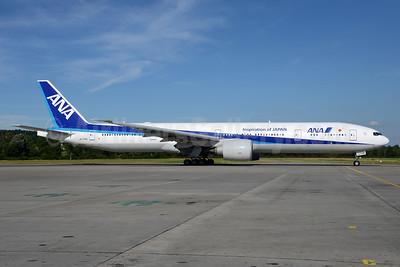 ANA (All Nippon Airways) Boeing 777-381 ER JA778A (msn 32651) (Inspiration of Japan) ZRH (Rolf Wallner). Image: 933843.