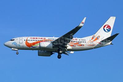 China Eastern Airlines Boeing 737-79P WL B-5820 (msn 39733) (Orange Peacock, old logo) BKK (Michael B. Ing). Image: 934557.
