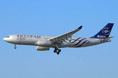 China Eastern Airlines Airbus A330-243 B-5949 (msn 1537) (SkyTeam) LAX (Michael B. Ing). Image: 930488.