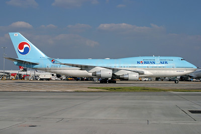 Korean Air Boeing 747-4B5 HL7402 (msn 26407) LHR (Antony J. Best). Image: 932513.
