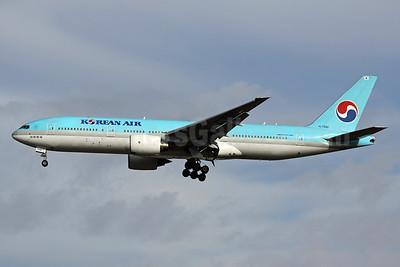 Korean Air Boeing 777-2B5 ER HL7598 (msn 27949) NRT (Michael B. Ing). Image: 930038.
