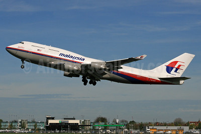 Malaysia Airlines Boeing 747-4H6 9M-MPF (msn 27043)(Visit Malaysia Year 2007) LHR (SPA). Image: 924623.