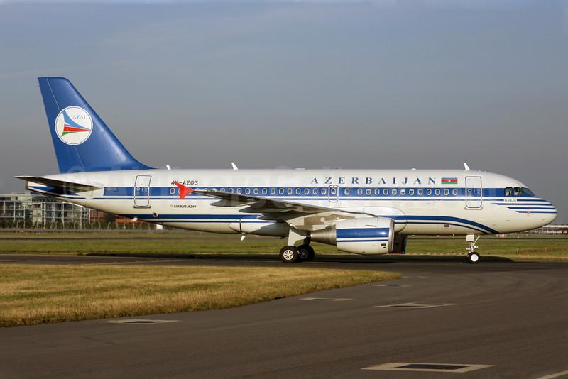 Azerbaijan Airlines-AZAL Airbus A319-111 4K-AZ03 (msn 2516) LHR (Antony J. Best). Image: 901142.